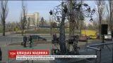 У Києві з'явилося триметрове залізне дерево зі швацькими машинками