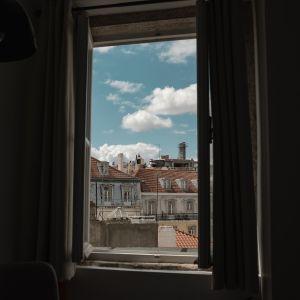 У Львові 33-річний скрипаль випав з вікна п'ятого поверху: стали відомі подробиці події