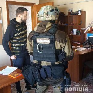 У Києві поліція викрила екстрасенсів-шахраїв, які за гроші проводили ритуали через телефон