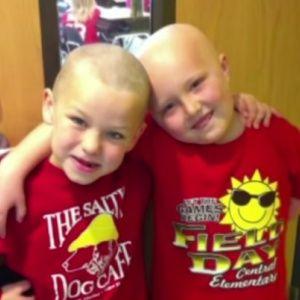 7-річний школяр поголив голову заради моральної підтримки друга з лейкемією