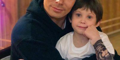 7-річного сина Стаса П'єхи, якого жорстоко побила сусідка, виписали з лікарні