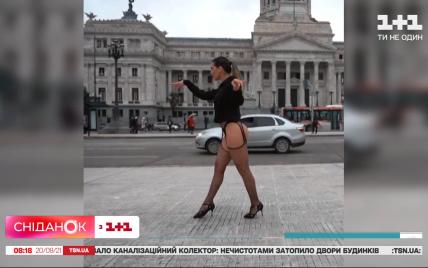 Напівоголена політична агітація: в Аргентині кандидатка в Конгресвлаштувала гарячий перформанс