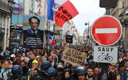 Во Франции более 120 тысяч человек вышли на протесты против COVID-вакцинации