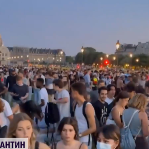 У Парижі, попри карантин, влаштували гучну вечірку просто неба: поліція розігнала натовп
