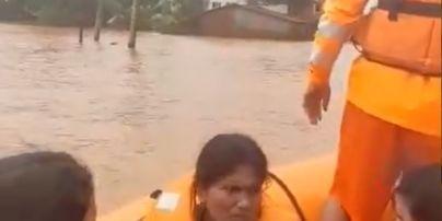 В Індію прийшла смертоносна повінь: рятувальники на човнах шукають тих, хто вижив