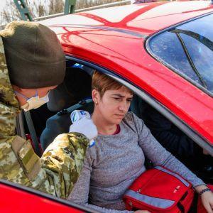 Україна послабила перетину кордону з окупованих територій Донбасу та Криму: що змінилося