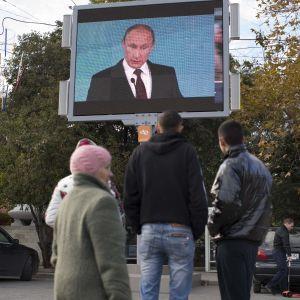 Слідом за Єврозоюзом санкції щодо Росії через Крим розширили США та Канада