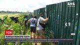 Новости Украины: киевские активисты демонтировали часть забора вокруг озера Вырлица
