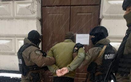 Во Львове разыскали юношей, повредивших памятник Бандере: кто эти вандалы