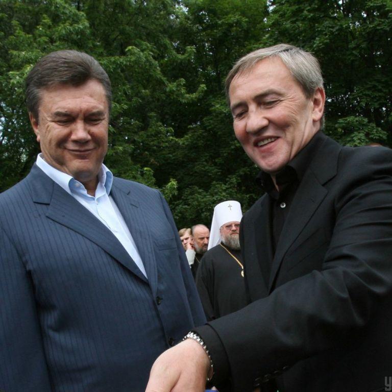 """Згадати 2006 рік: афера """"Еліта-центру"""", Янукович і Черновецький у владі, змерзлий Алчевськ"""