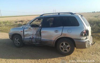 Водійка авто не пропустила мотоцикл: в Херсонській області в ДТП загинули чоловік та жінка (фото)