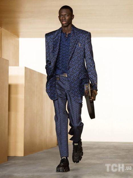 Колекція Versace прет-а-порте сезону осінь-зима 2021-2022 / © East News