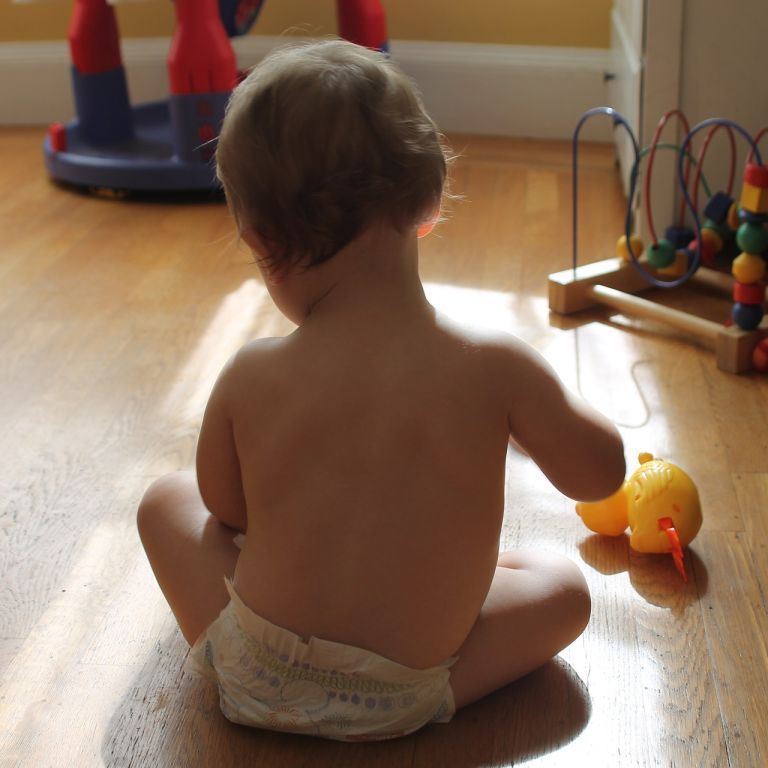 Смертельна небезпека: як правильно обрати іграшки, аби дитина не змогла їх проковтнути
