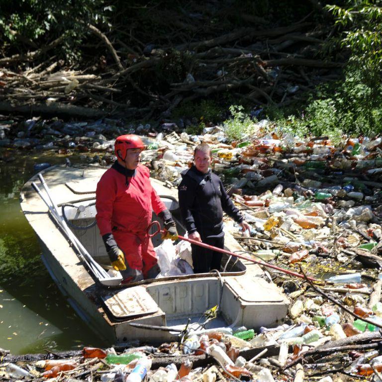 Річка Боржава на Закарпатті перетворилася на смітник: чому від непотребу страждають за кордоном