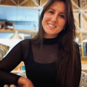 Пыталась спасти учеников: в Казани похоронили 26-летнюю учительницу, которая погибла во время стрельбы