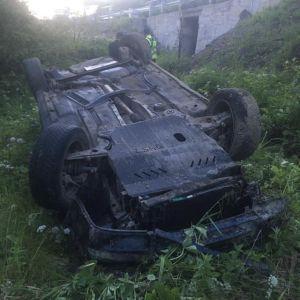 Авто зірвалось в урвище, водія відкинуло на кілька метрів: на Закарпатті сталась смертельна ДТП (фото)