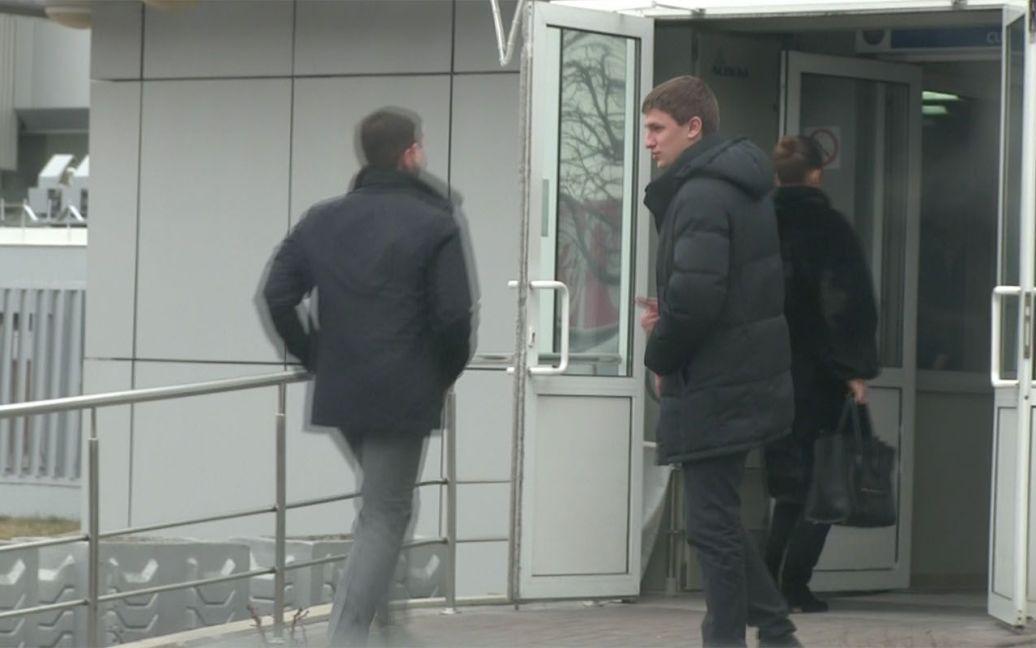 Жужа та Чечоткін (зліва) поспішають на рейс / © ТСН.ua