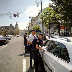 У Києві на Хрещатику патрулюють інспектори з паркування