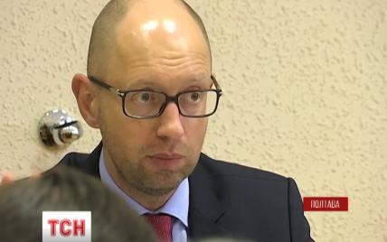 Яценюк пригрозил увольнением четырем руководителям областей