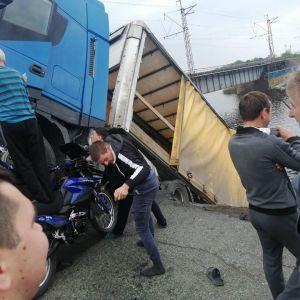 """Обвалений міст у Дніпропетровській області був з """"обмежено працездатних"""" – Укравтодор"""