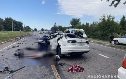 Моторошна ДТП у Черкаській області: внаслідок зіткнення легковика та вантажівки загинула родина (фото)