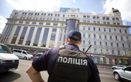 Вибухівки у чоловіка, який погрожував підірвати банк у Києві, не виявили