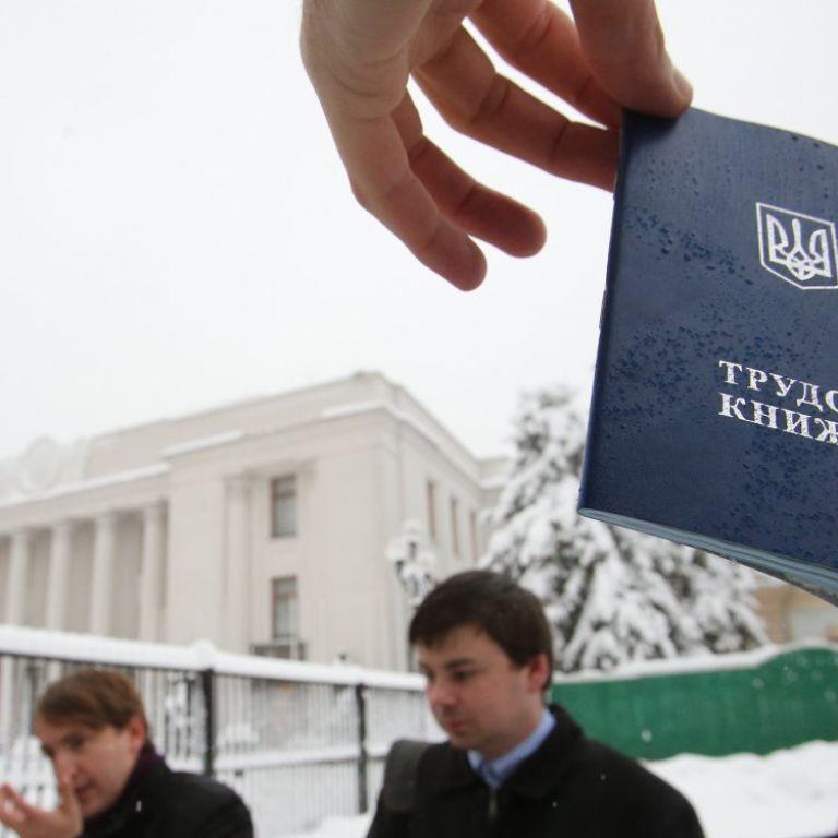 Навіщо в Україні запрацювали електронні трудові книжки та як це вплине на бізнес