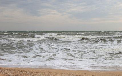 В Запорожской области взрослого и троих детей унесло в открытое море на резиновом матрасе