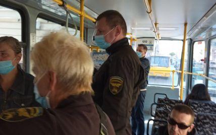 """""""Контролер взяв і вдарив його"""": у львівському трамваї розгорівся скандал (відео)"""