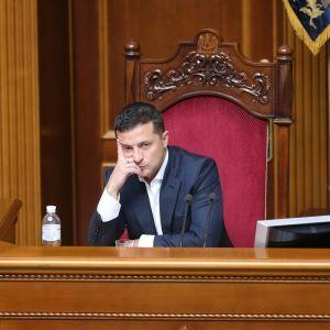 """Зеленский стал """"разочарованием года"""" для почти половины украинцев — опрос"""