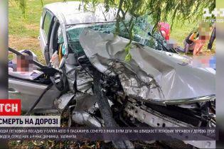 Новини України: у Луцьку рятують життя хлопчика, який потрапив у ДТП у набитому людьми легковику