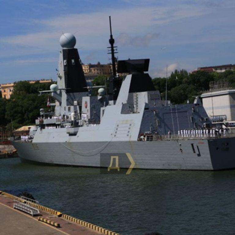 В одесский порт зашли два корабля НАТО