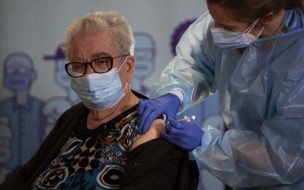Испанцы, которые отказались делать прививки от COVID-19, попадут в специальный реестр