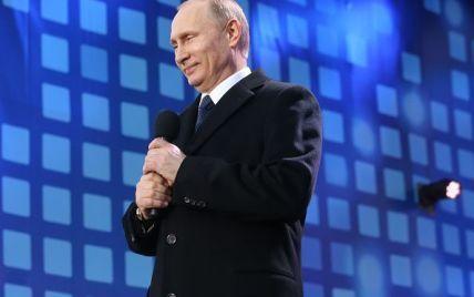 Путин засекретил данные о военных, а Турчинов заговорил о масштабной войне. 5 главных новостей дня