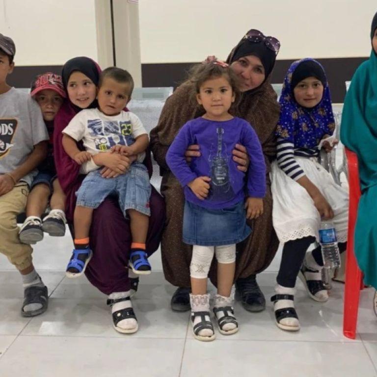 Вирвались з пекла: до Києва з Сирії евакуювали українку з сімома дітьми