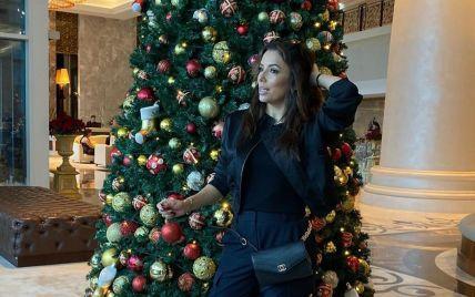 Праздник уже скоро: Ева Лонгория поделилась снимком на фоне огромной елки