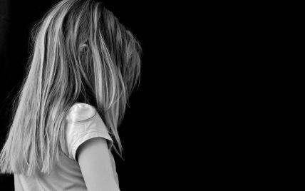 """""""Звонила и плакала, что девочку убивают"""": в Харькове иметь издевалась над дочерью на детской площадке (видео)"""