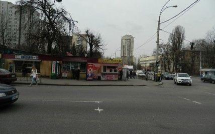 Як у кіно: у Києві просто на вулиці чоловіки влаштували бійку та стрілянину