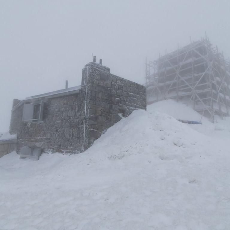 У Карпатах падає сніг, в горах мороз і небезпека сходження лавин: фото