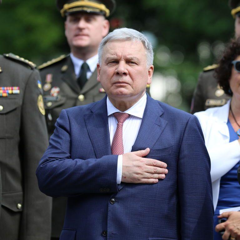 Росія воює проти нас на всіх фронтах: міністр оборони України спростував фейк про замороження допомоги США