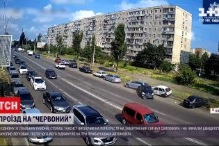 """Новости Украины: в Киеве таксист выскочил на """"красный"""" и разбил пять автомобилей"""