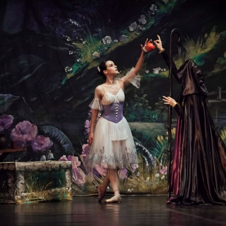 Валентина Хамайко та Анна Різатдінова з дітьми сходили на балет за участю Анни Стоянової