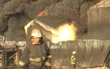 На горящей нефтебазе под Васильковом готовятся откачивать топливо