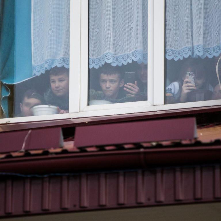 Не такі зачіска, одяг і телефон: у Черкаській області до госпіталізації побили 7-класника