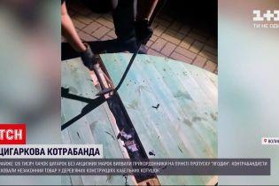 """Новини України: на пункті пропуску """"Ягодин"""" виявили майже 126 тисяч пачок контрабандних цигарок"""