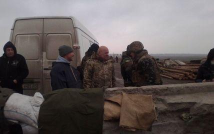 Із понеділка на окуповану частину Луганщини не пускатимуть автобуси та вантажівки