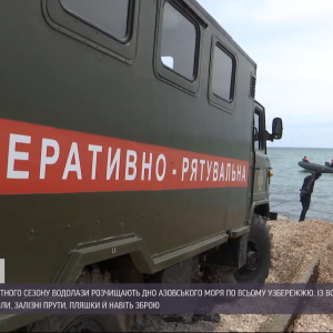 Подготовка к курортному сезону: в Запорожье водолазы чистят Азовское море от мусора