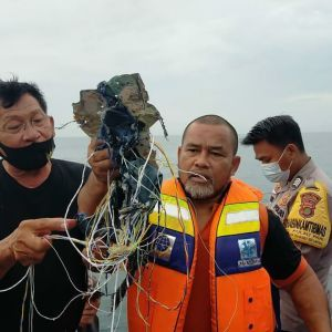 У Мережі з'явилося відео з місця авіакатастрофи в Індонезії: знайшли уламки