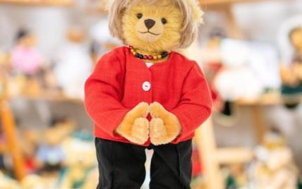 У Німеччині створили плюшевого ведмедя, схожого на Меркель: фото