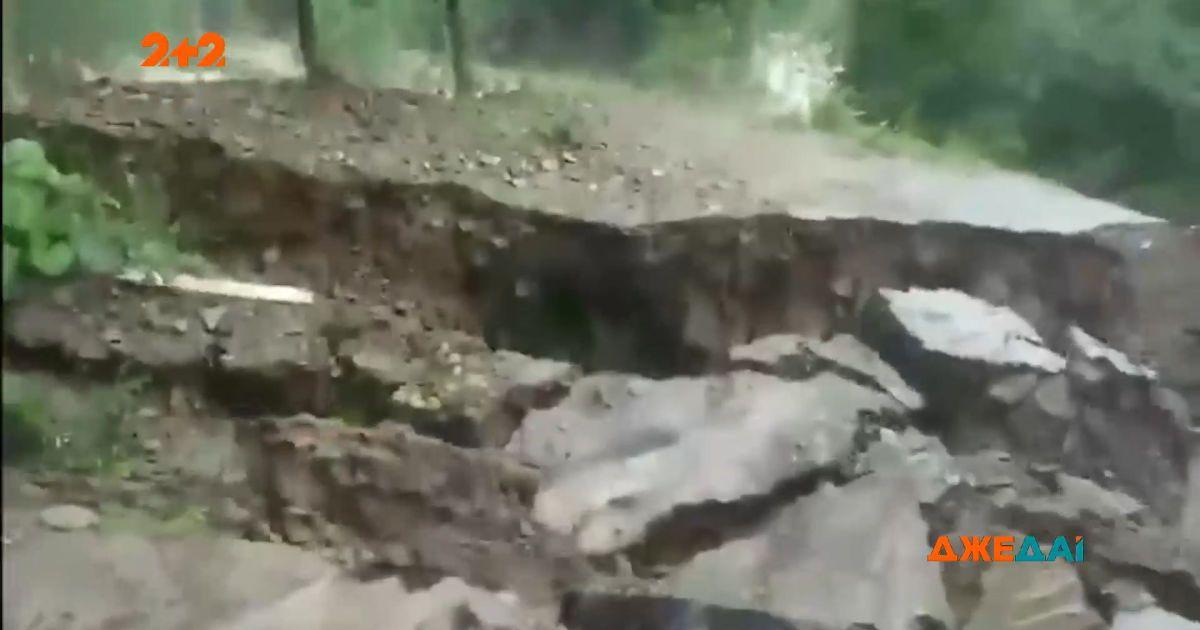 На Прикарпатье стихия чуть ли не унесла жизни трех людей